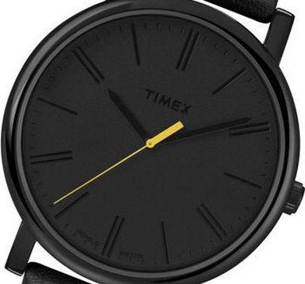 Czarny zegarek marki Timex